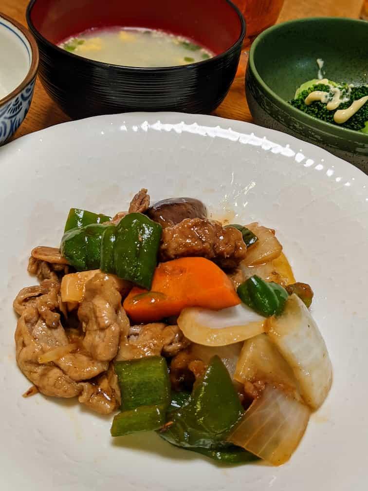 10分キット黒酢酢豚、スープ、副菜ブロッコリーの画像