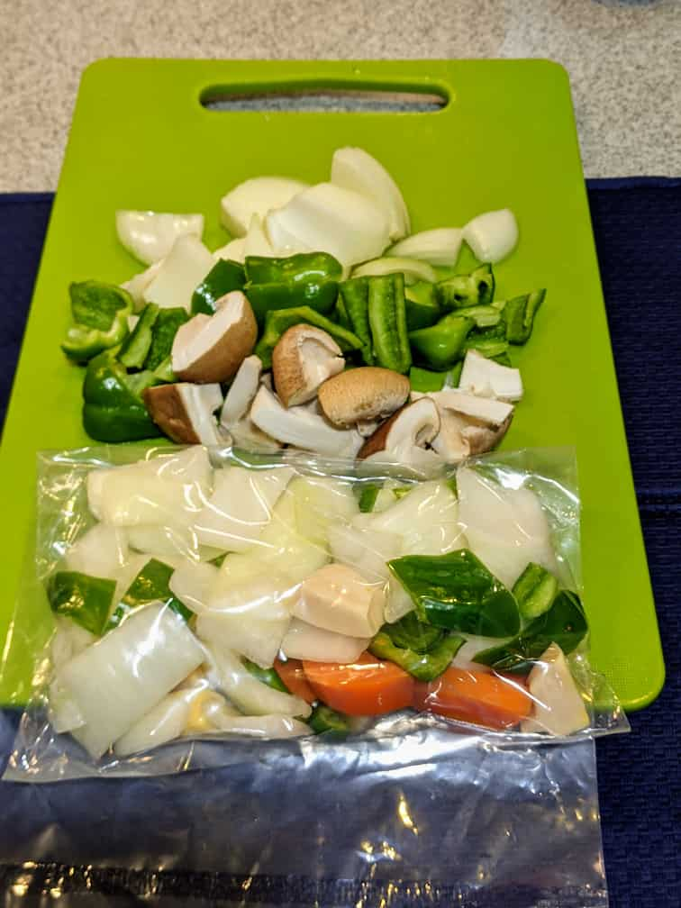 10分キット酢豚のカット野菜と追加した野菜の画像