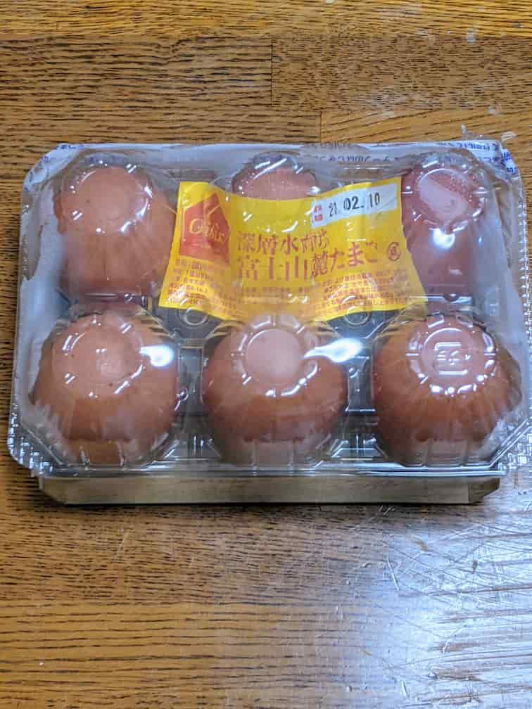 オイシックス富士山麓たまご6個 パック入りの画像 卵は赤たまご