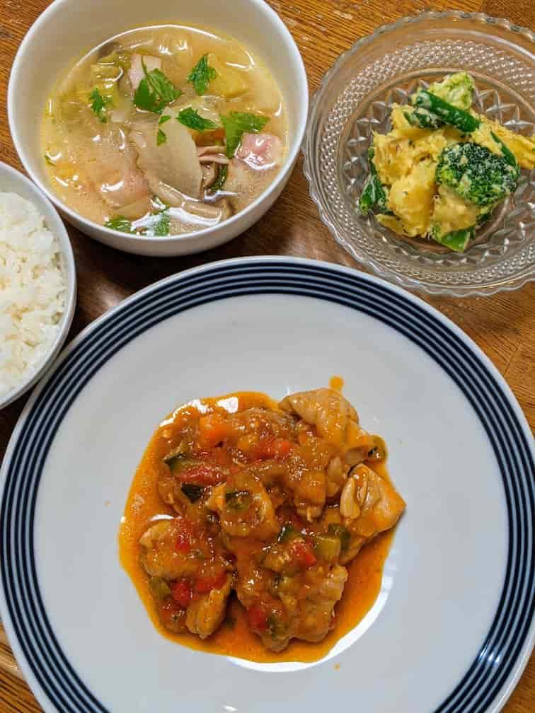 キットオイシックス 鶏のトマト煮込みとさつまいものスイートポテサラ、スープの画像